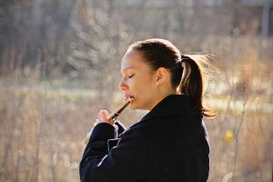 Mujer y flauta