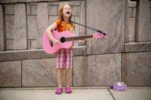 Niña y guitarra