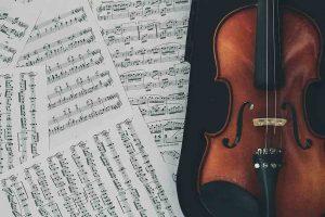 Partituras y violín