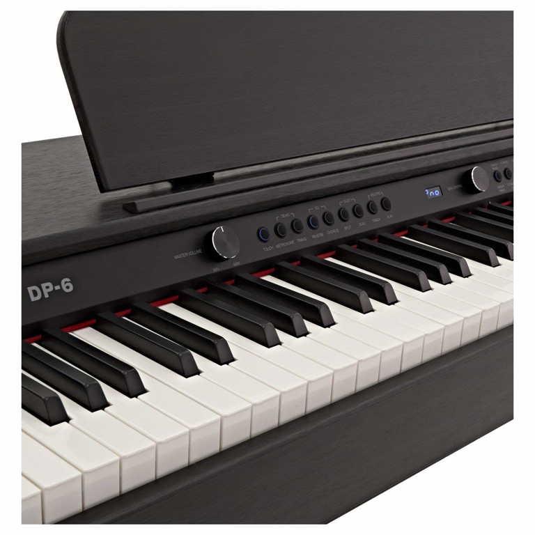 Detalle del teclado del piano digital DP-6