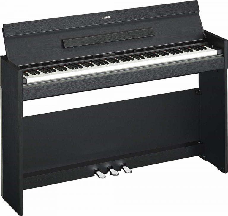 Piano digital de Yamaha con 88 teclas y 3 pedales